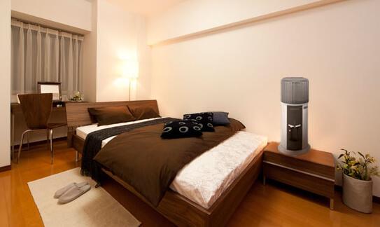 コスモウォーターの卓上型ウォーターサーバーを寝室に設置した際のイメージ